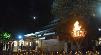 中秋の名月が照らす大宮八幡宮で開催される十五夜の神遊び、月の音舞台