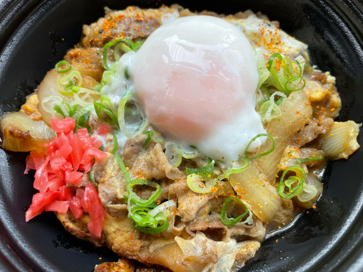 間もなく十五夜!吉野家「月見牛とじ丼」を食べてみたら贅沢で美味しすぎた!